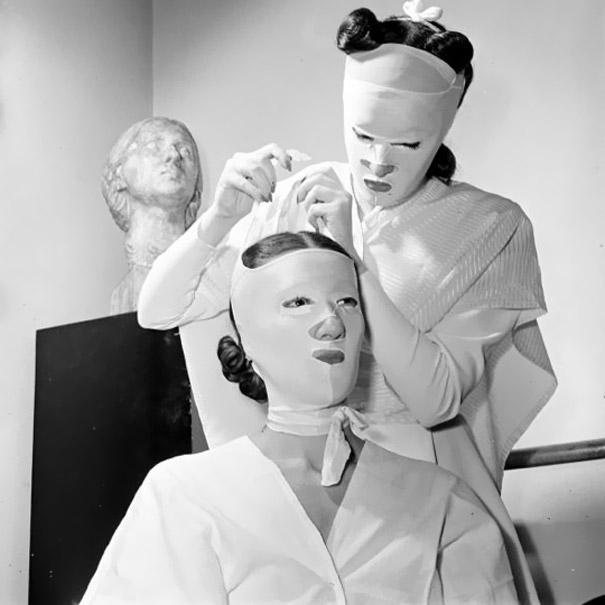 A 1940s beauty treatment at Helena Rubinstein's salon