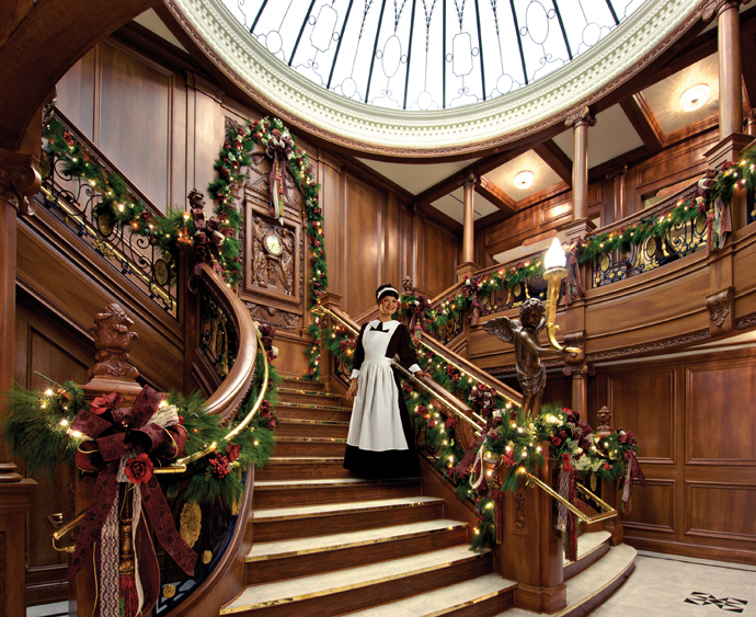 designrulz-staircase-christmas-deco-001