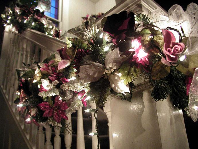 designrulz-staircase-christmas-deco-002