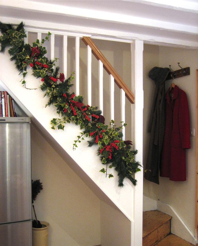designrulz-staircase-christmas-deco-018