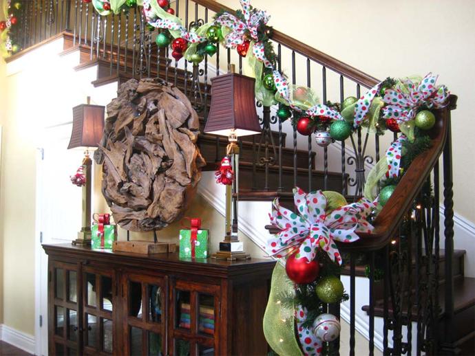 designrulz-staircase-christmas-deco-020
