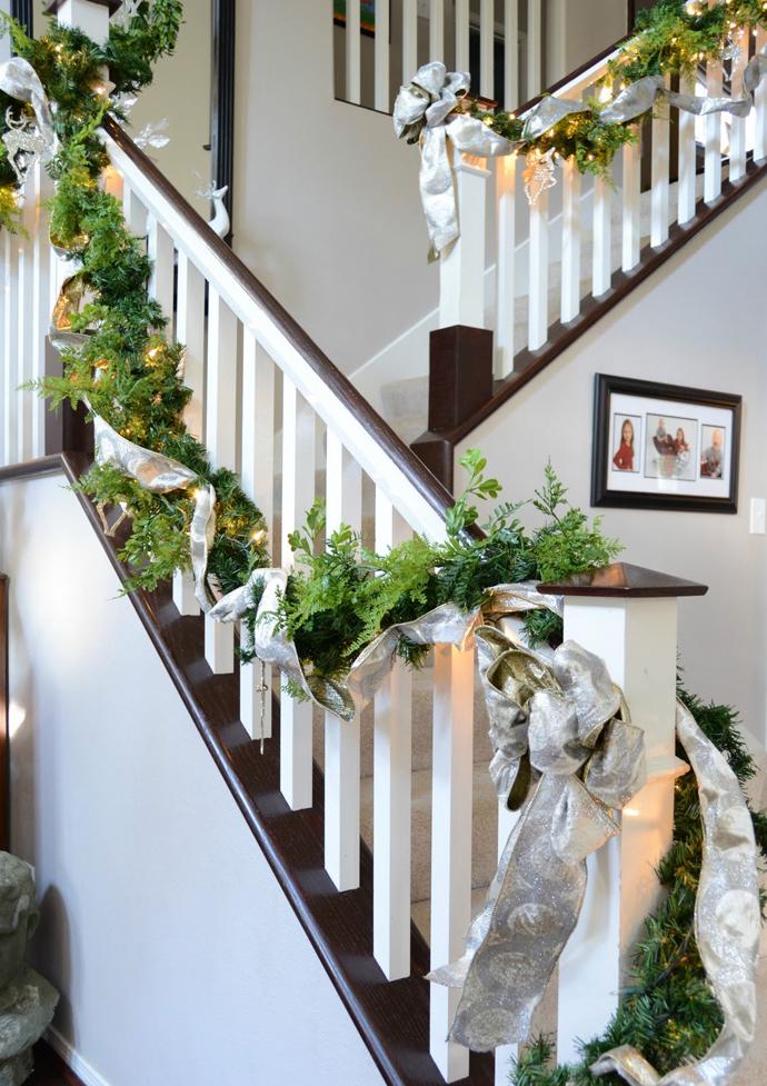 designrulz-staircase-christmas-deco-021