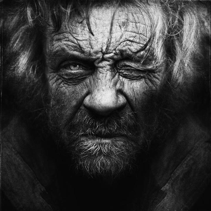 homeless-black-and-white-portraits-lee-jeffries-22