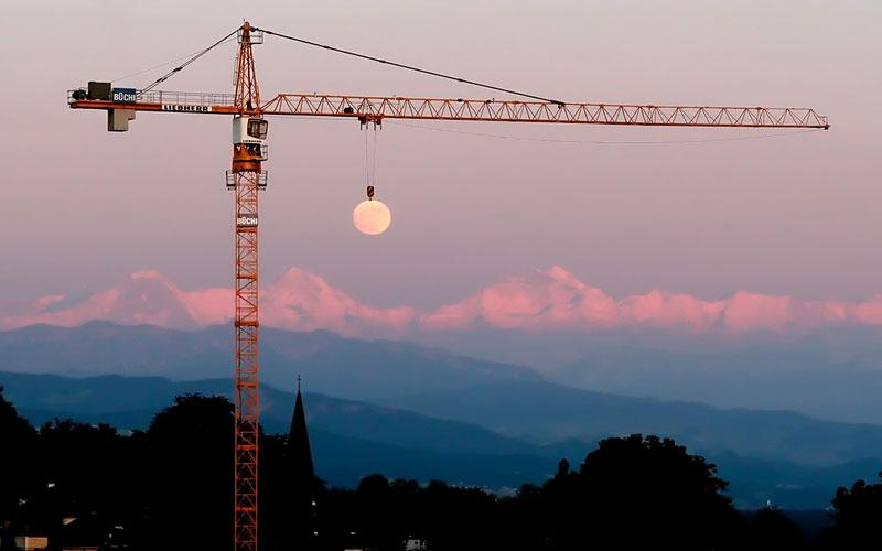 moon-crane-perfect-timing