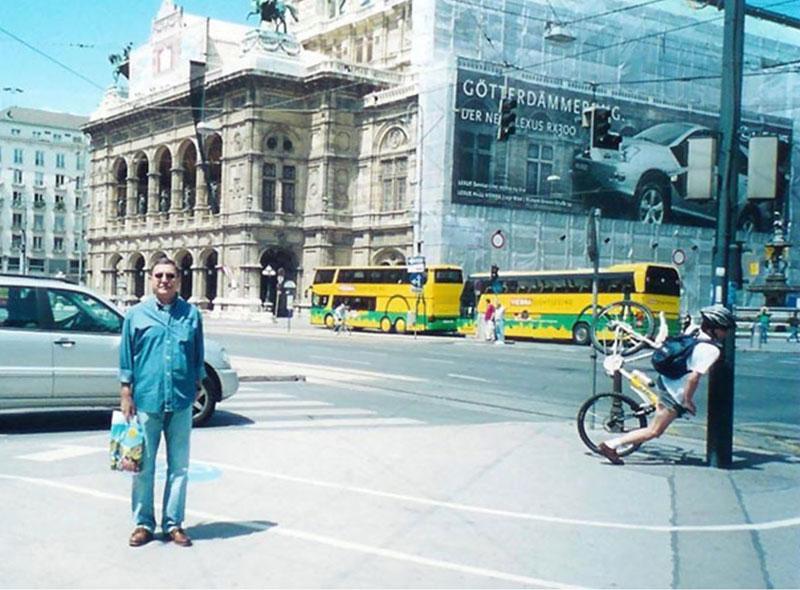 perfect-timing-bike-crash