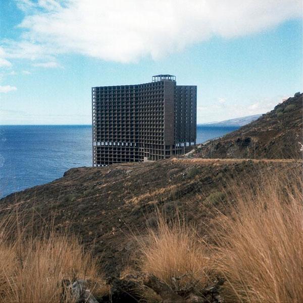 Abandoned-Hotel-on-the-Spanish-Coast