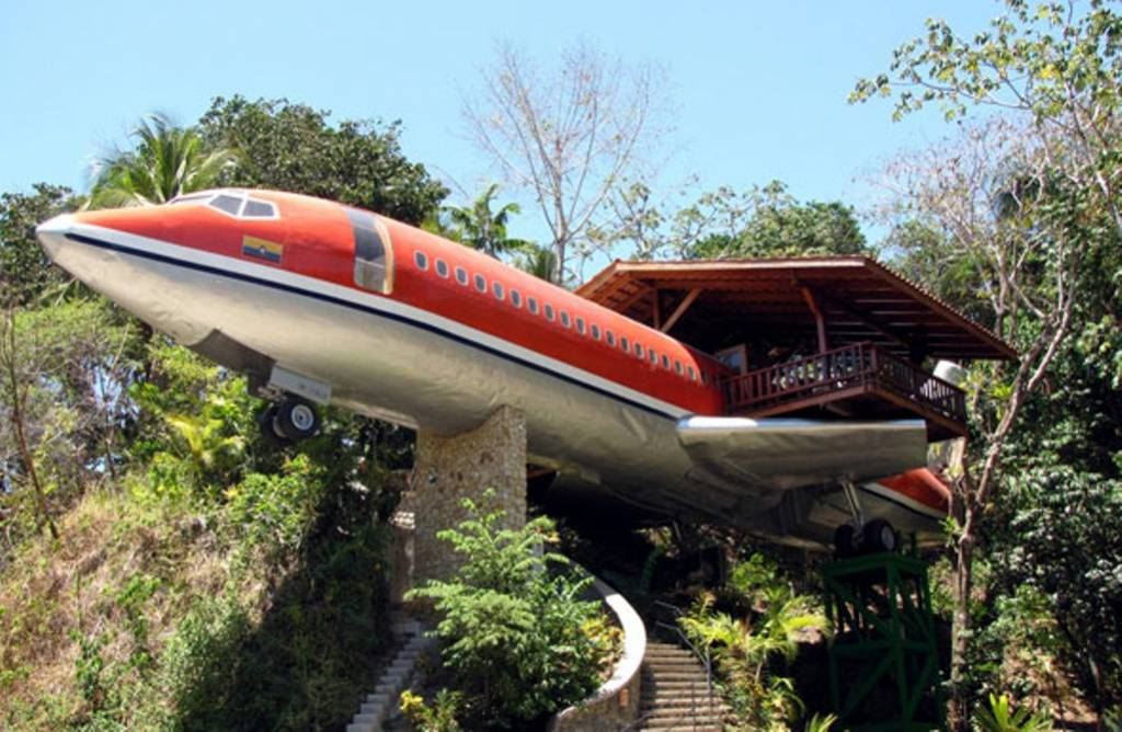 Decommissioned-Boeing-727-Airplane-Hotel-Room-in-Costa-Rica-1