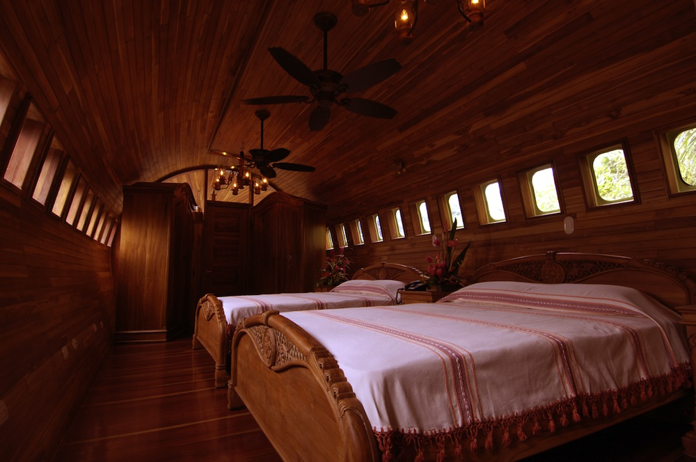 Decommissioned-Boeing-727-Airplane-Hotel-Room-in-Costa-Rica-5