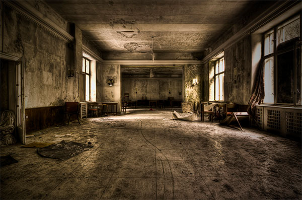 Dining-room-abandoned-Hotel