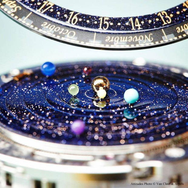 wristwatch-shows-solar-system-planets-orbiting-around-the-sun-6-620x620