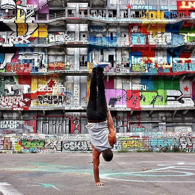 Breakdancer-at-Famous-Paris-Landmarks-15