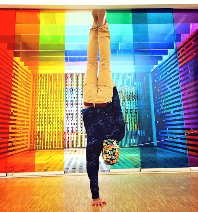 Breakdancer-at-Famous-Paris-Landmarks-9