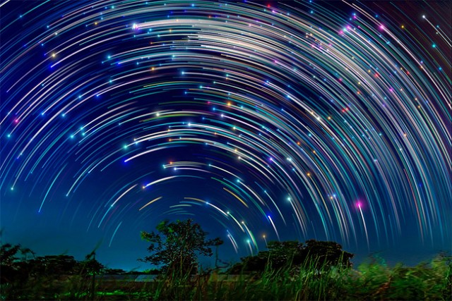 Star-trails-in-Singapore-Sky1-640x427