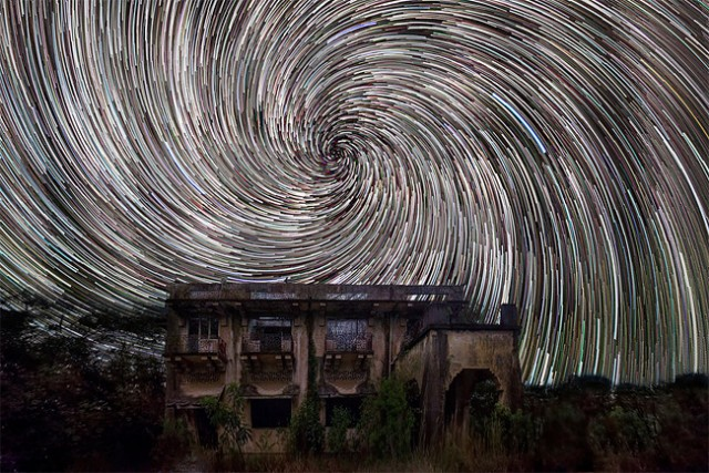 Star-trails-in-Singapore-Sky3-640x427