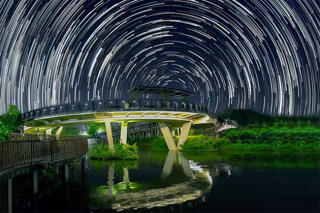 Star-trails-in-Singapore-Sky4-640x427
