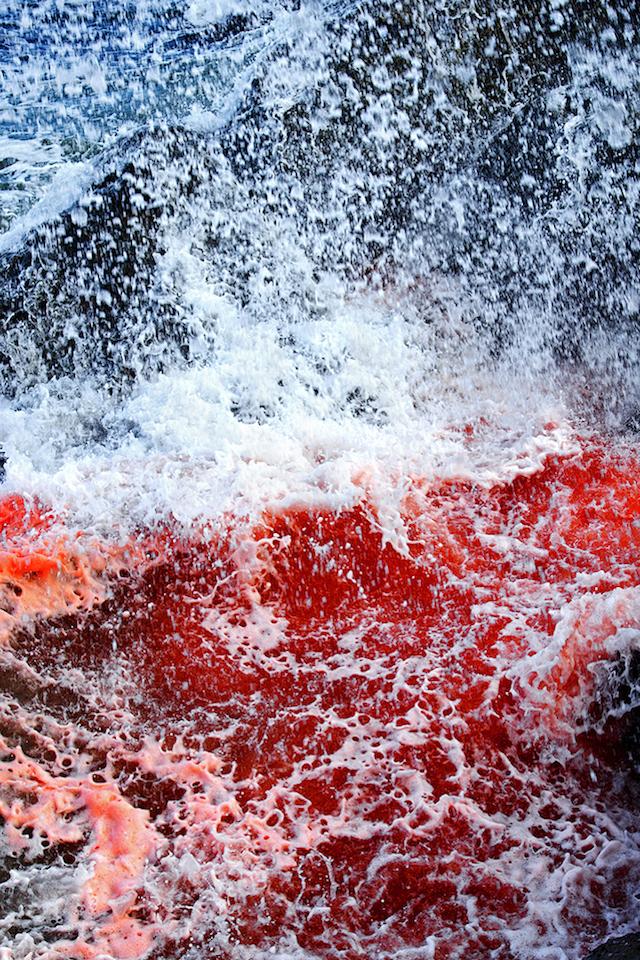 Dramatic-Ocean-Waves-Crash-11