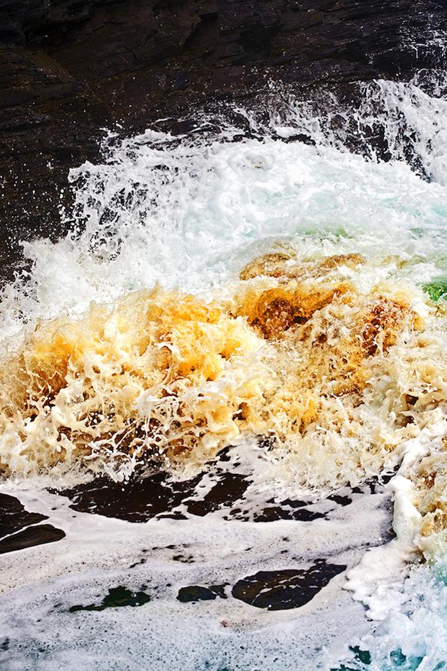 Dramatic-Ocean-Waves-Crash-9