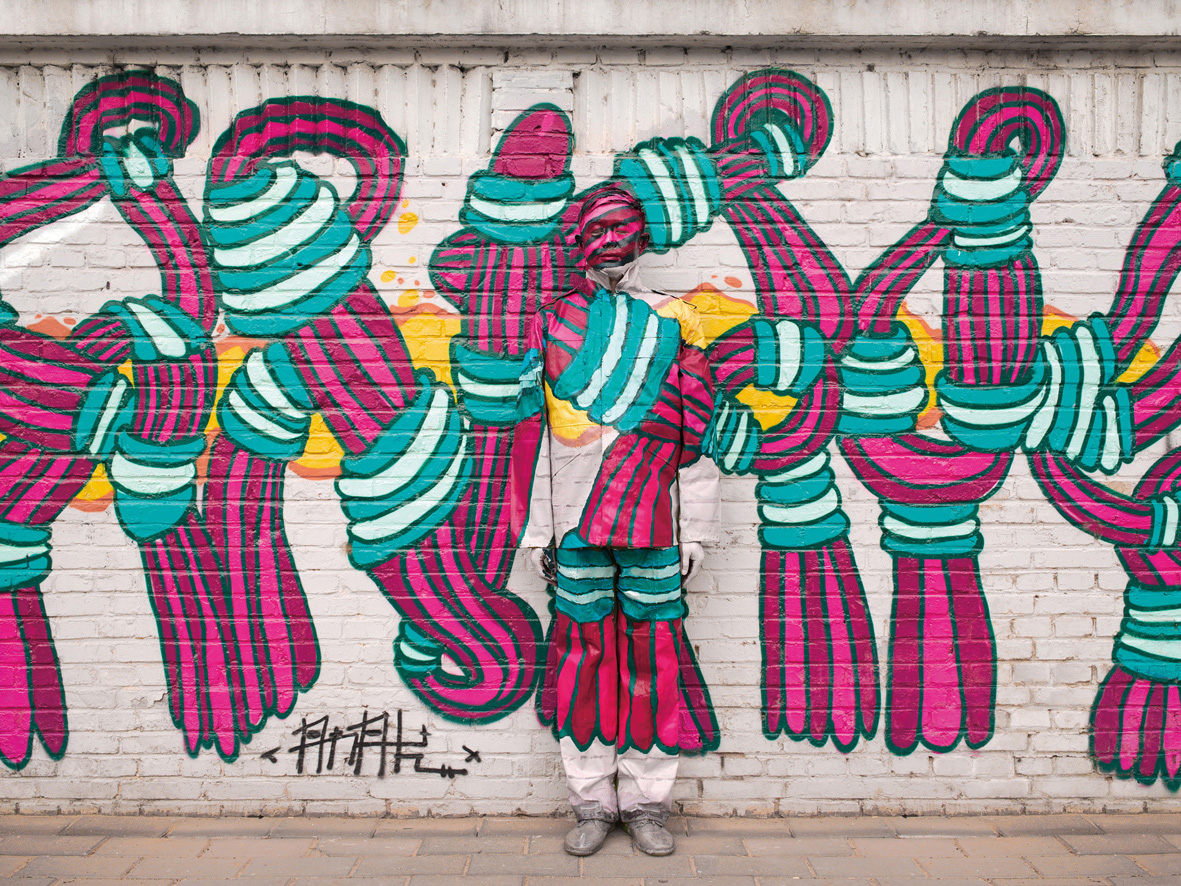 Liu-Bolin.-Hiding-in-the-city-Beijing-graffiti-no.1_1