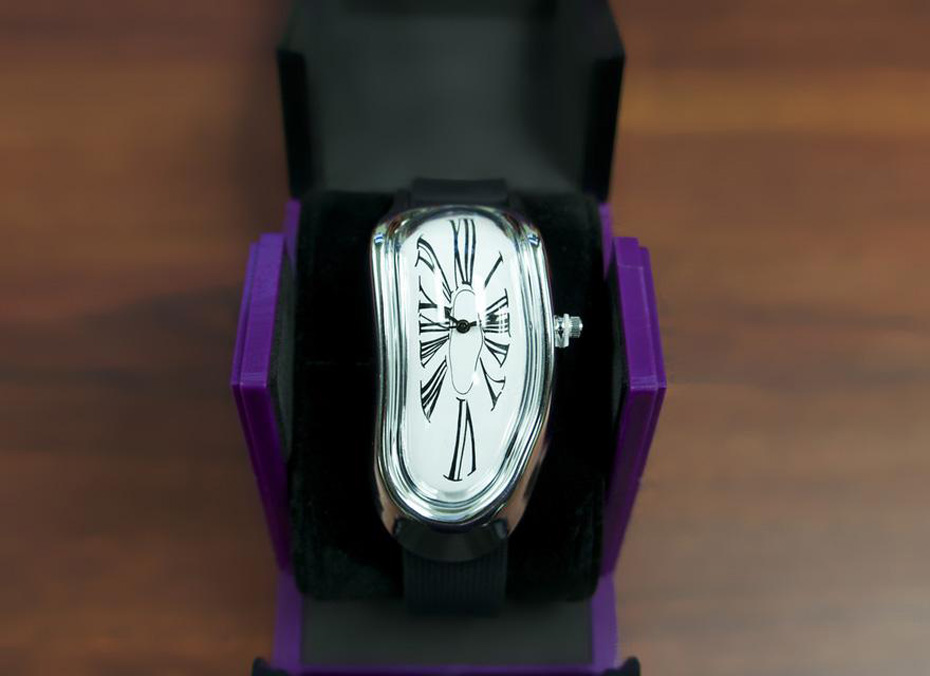Salvador-Dali-Persistence-of-Memory-Inspired-Melted-Wristwatch-2
