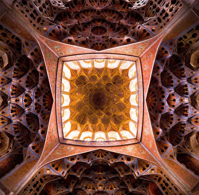 Incredible-and-Colorful-Mosque-1-640x626