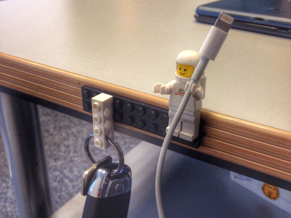 lego_cableholders