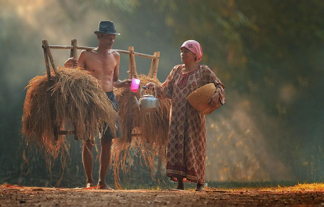 Life-In-Indonesian-Villages-Captured-by-Herman-Damar-10-640x410