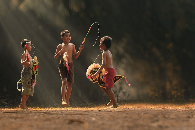 Life-In-Indonesian-Villages-Captured-by-Herman-Damar-14-640x426