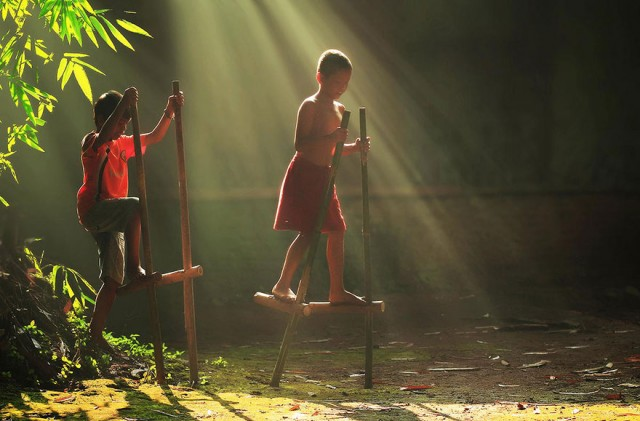 Life-In-Indonesian-Villages-Captured-by-Herman-Damar-17-640x421