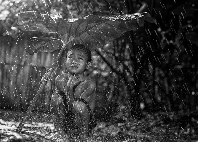 Life-In-Indonesian-Villages-Captured-by-Herman-Damar-20-640x460