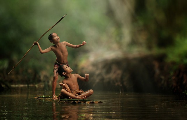 Life-In-Indonesian-Villages-Captured-by-Herman-Damar-3-640x412