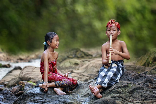 Life-In-Indonesian-Villages-Captured-by-Herman-Damar-4-640x426