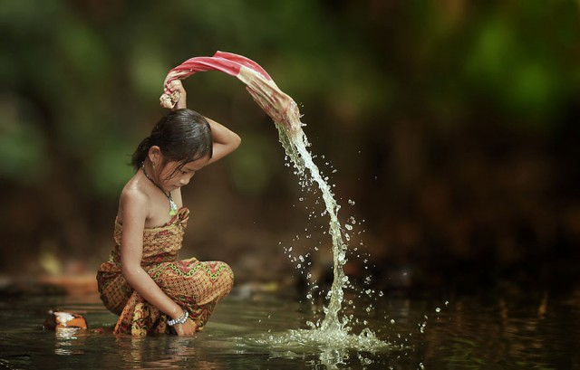 Life-In-Indonesian-Villages-Captured-by-Herman-Damar-6-640x409