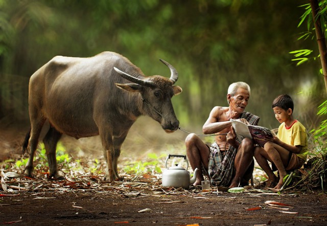 Life-In-Indonesian-Villages-Captured-by-Herman-Damar-9-640x442