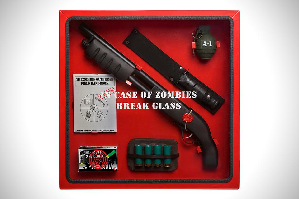 V případě zombie rozbijte sklo.