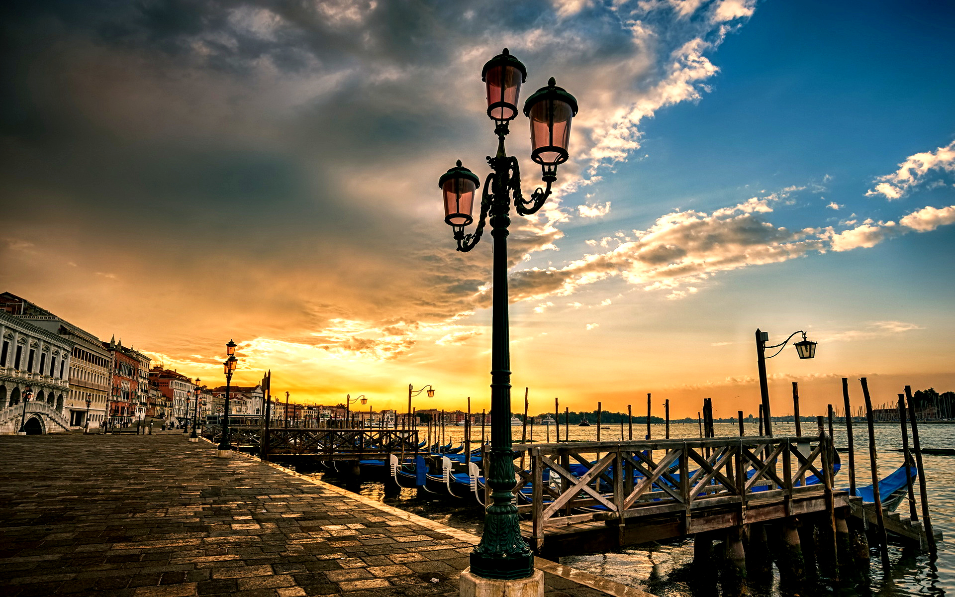 sunset-in-venice-256094