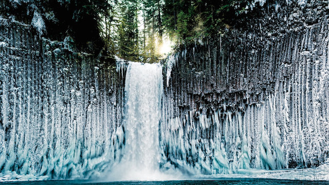 0-Oregons-Icy-Spectacle-by-Joshua-Meador