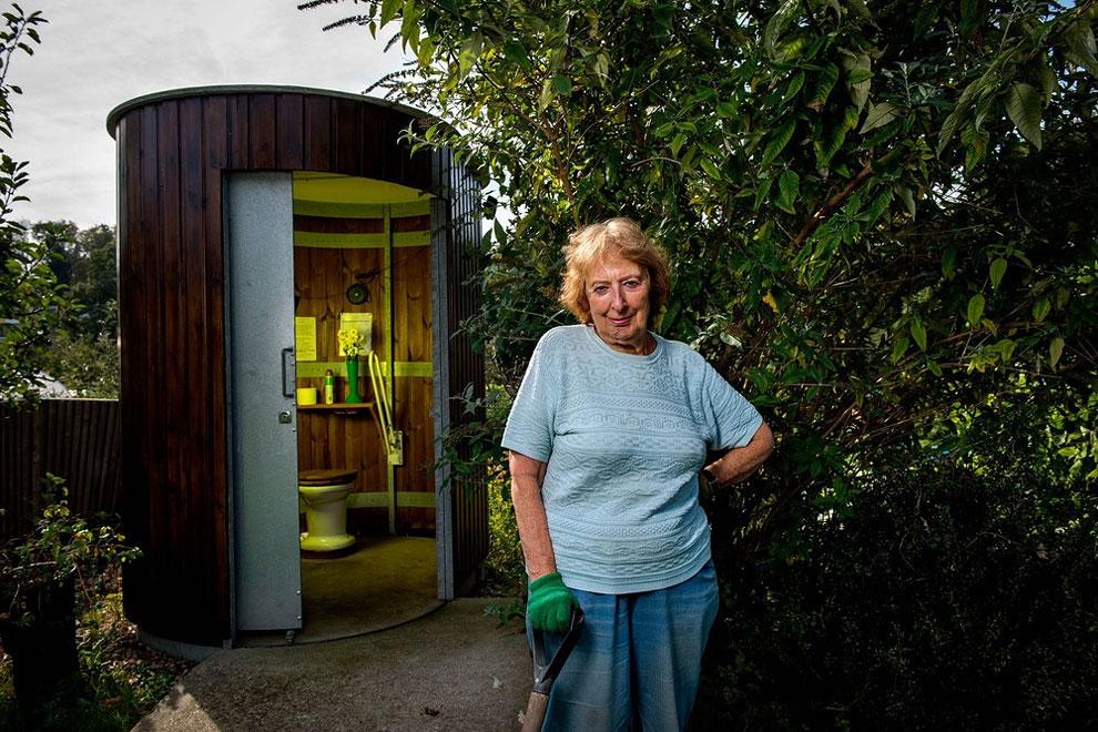 Anglie - sekretářka v Londýně preferuje kompostový záchod bez vody (Steve Forrest)