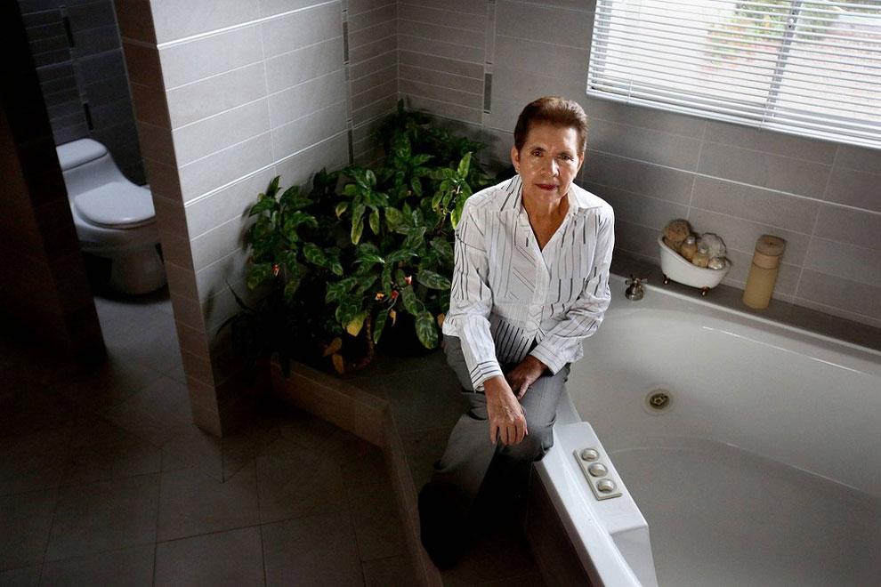 Ekvádor - Fabiola dříve sdílela koupelnu s dvaceti lidmi - dnes má obrovský dům a pět koupelen (Karla Gachet)