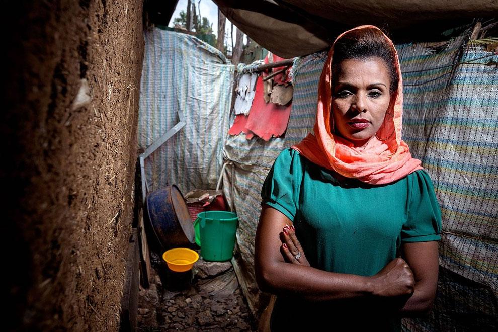 Etiopie - toaleta, kterou navštěvuje celá rodiny Addis - dvě děti, dvě sestry a její matka (Petterik Wiggers)