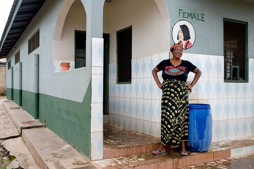 Ghana - veřejné záchody (Nyani Quarmyne)