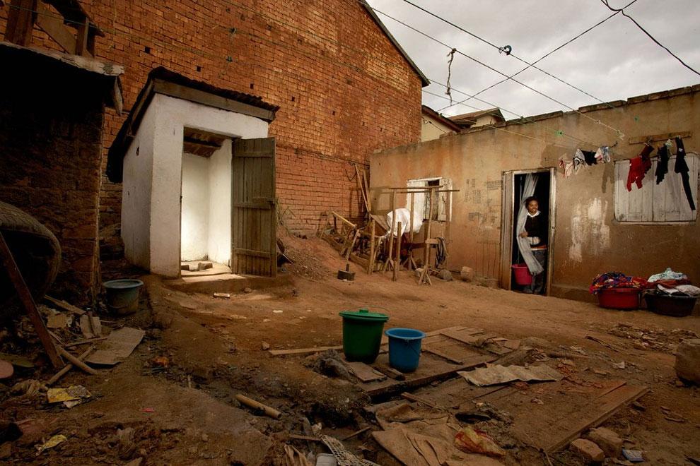 Madagaskar - toaleta sedmnáctileté Vanessy a její rodiny (Frederic Courbet)