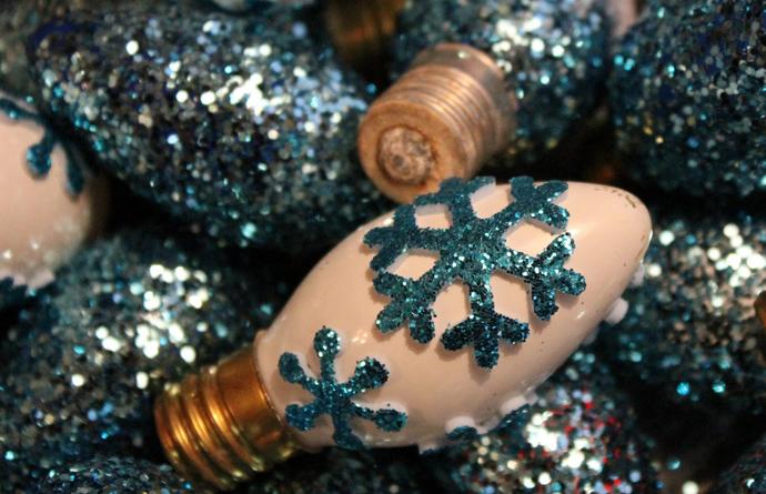 designrulz-Glittered-Christmas-Light-Bulbs-005