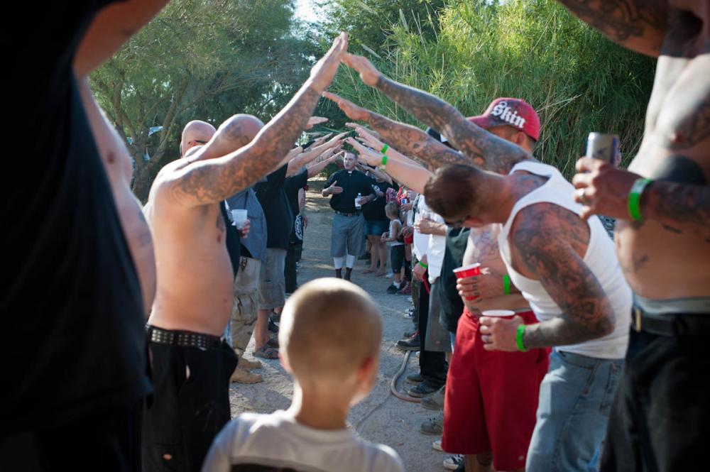 Svatební obřad skinheadů