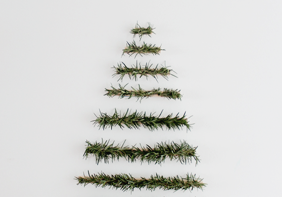 makeshift-xmas-tree-wall-hanging-almost-makes-perfect