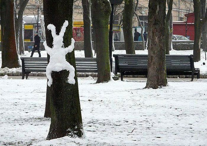 snow-bunny-on-tree-by-jonco