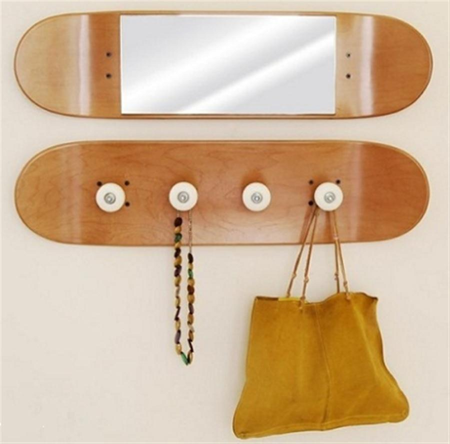 sporty-mirror-and-coat-hanger-made-from-skateboard-decks