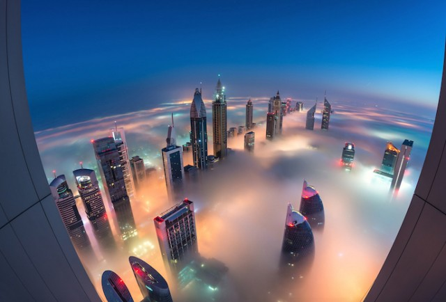 Fog-Over-Dubai-Buildings-Photography_0-640x434