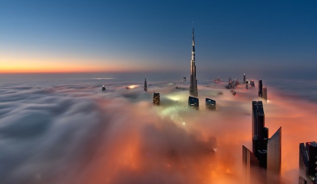 Fog-Over-Dubai-Buildings-Photography_1-640x373
