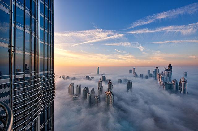 Fog-Over-Dubai-Buildings-Photography_10