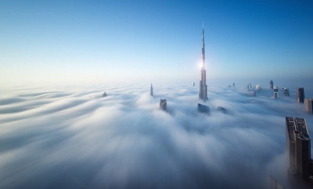 Fog-Over-Dubai-Buildings-Photography_2-640x388